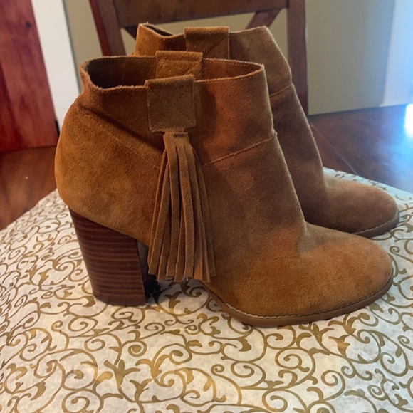 Booties with tassel